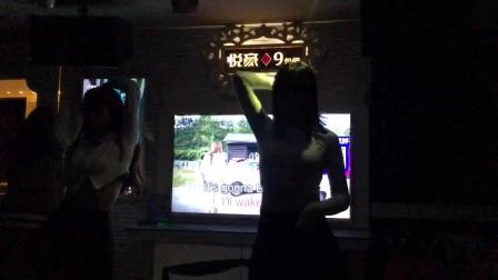 西安悦豪KTV唱歌还送舞蹈看有点意思