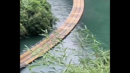 笑傲江湖~众司机挑战水上浮桥