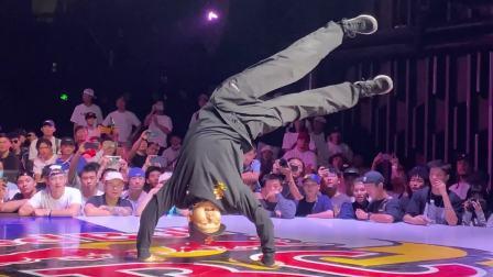 中国总决赛来自全国各地的街舞高手比赛对战