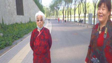安宁走基层:重阳节,我找到了今年春天带婆婆在鸟巢散步的镜头.mpg