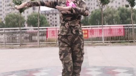 蓝蓝原创广场舞单人水兵舞《言不由衷的人》适合初学者哟。祝福友友们开心快乐每一天!