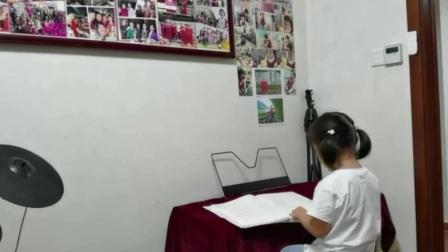 晚饭后桃子在电子琴上拿着一本简谱电子琴书讲起了故事,足足讲了四分多钟,有谁能听懂[偷笑][偷笑]