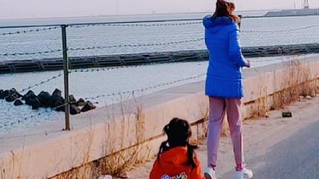 记录我和宝贝依依在海边奔跑的快乐时光!2021.10.24
