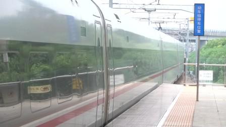 2021年10月19日,G1352次(永州站-上海虹桥站)本务中国铁路广州局集团有限公司广州动车段长沙动车运用所CR400AF-A-2081松江南站进站