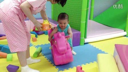【14个月大】7-24妈妈陪哈哈在游乐场玩积木,骑木马IMG_0304