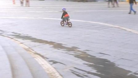 kokua儿童平衡车站立冲坡