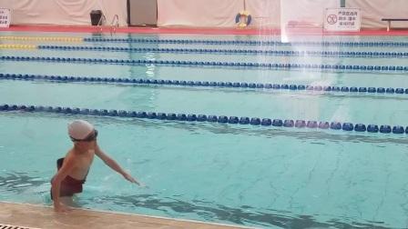 宝宝学游泳