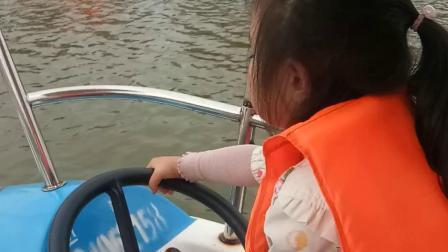 国庆节带段雅倩和苏景贤在临汾龙湾公园划船