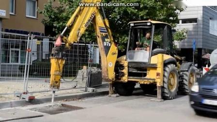 宝宝工程车 破碎机钻机挖掘机抓木机工作视频.avi