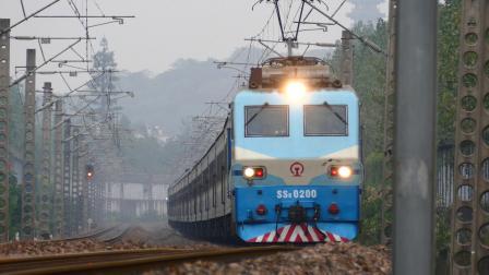 【韶山8回归萧甬线】SS8-0200牵引K335通过迪荡湖