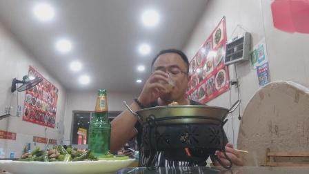 江西饭店 品尝 干锅猪脚炖土豆 蒜苔炒肉 啤酒嗨嗨 惬意小食 色香味 么么哒 好吃!
