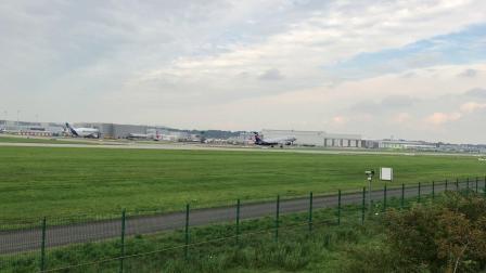 全新空客A321飞机从德国汉堡空客工厂起飞