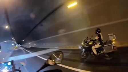 摩托车上一秒在高速,下一秒被交警请下来扣分  TT工作室