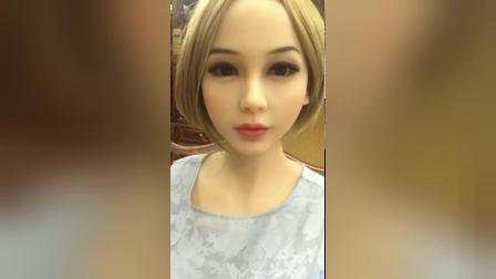 会聊天的美女机器人