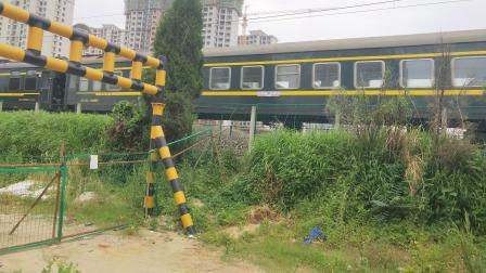汉中--延安旅游车本务HXD11175