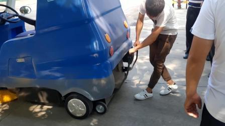 瑞清S18电动驾驶式扫地车清扫视频