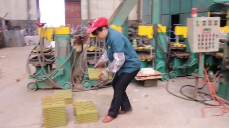 青岛恒林集团:热芯盒射芯机工作视频