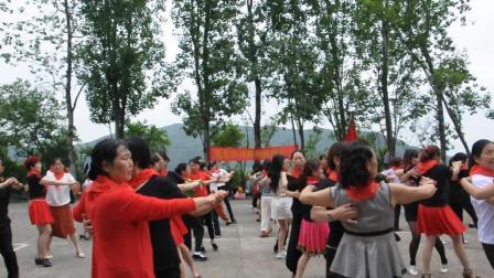"""南岸休闲舞蹈队庆""""六。一""""交谊舞表演"""