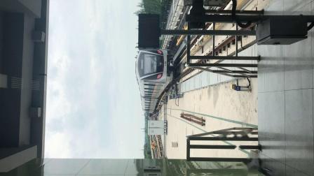 上海地铁17号线西柚赵巷站出站