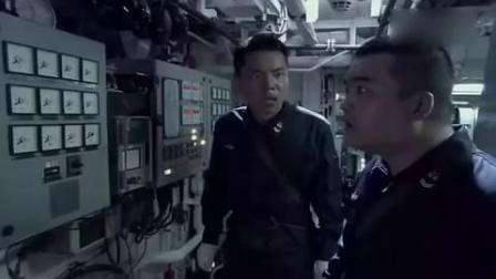 场面火爆!中国海军打海盗,轻重机枪一起开火,太帅了