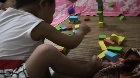 两岁娃娃用积木玩具堆的房子,造型实在太漂亮了