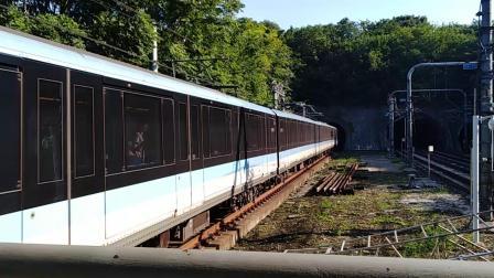 南京地铁一号线(087088)进安德门站。