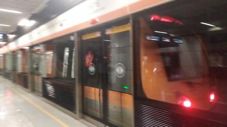 南京地铁s8号线(035036)出方州广场站。