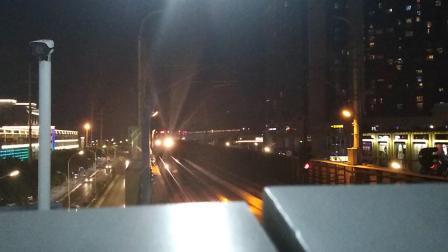 南京地铁一号线(065066)出龙眠大道站,(077078)进龙眠大道站。