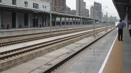 太原南-宝鸡南D2563次列车进咸阳秦都站2站台4道(徐兰客专下行)   20170708  16:12