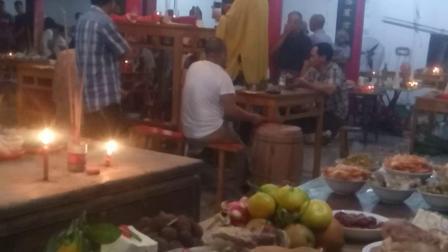 七月兰盆,浙江文成五常法师坐蒙山,放焰口施饿鬼。