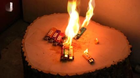 用烧至1000度的菜刀切乒乓球、打火机是什么感觉?爽爆!
