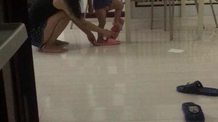 会穿拖鞋走路