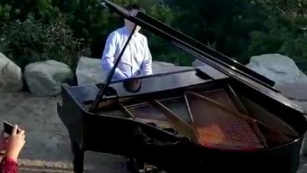 秦川教授在泰山之巅演奏 我的山大我的家