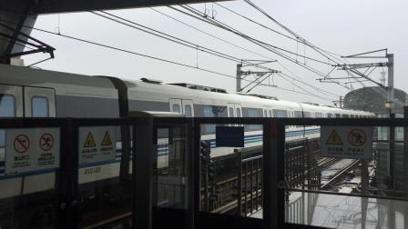 宁波轨道交通一号线一列车进五乡站