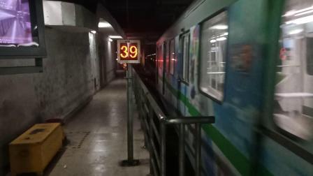 0213号车徐泾东出站折返(西瓜)