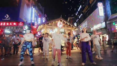 《偶像万万岁》抖音热舞蹈完整版-单色舞蹈