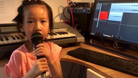 6岁小朋友演唱《我是一只小小鸟》
