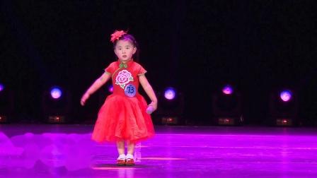 许颂(贝贝)在《青春中国》第十四届全国校园才艺选拔赛上演唱歌曲《山歌好比春江水》
