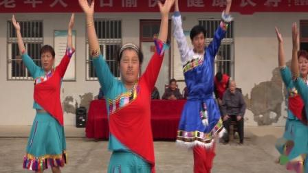 海边人民学跳藏族舞