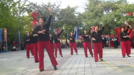 万荣县知心姐妹舞蹈队:南方哥哥北方妹表演团队版