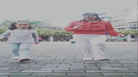 郑灵歌带领广场舞