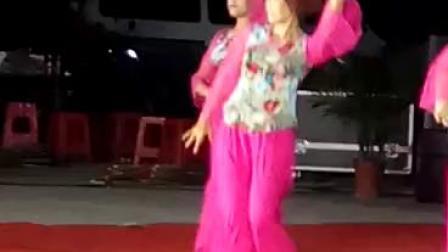 吴川市振文镇泗岸:井头舞蹈队(祝寿舞)2017年