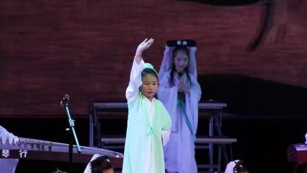 小小古筝演奏家遇到小小新白娘子,太有创意了