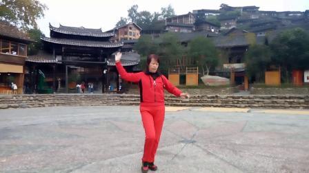龙川红红广场舞《唱一首情歌》编舞:动动