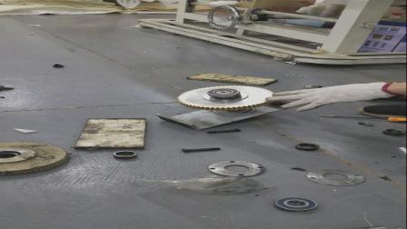 床垫围边机更换铜齿轮方法