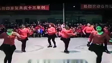 吴川市塘缀镇龙安舞蹈队(花蝴蝶)出队坡脊年例二O一四年仲冬