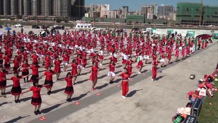 龙川红红广场舞《听心》联欢大集体节目  编舞:雨丝
