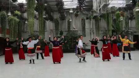 兰州高原雪莲锅庄队:学跳新舞视频《三》