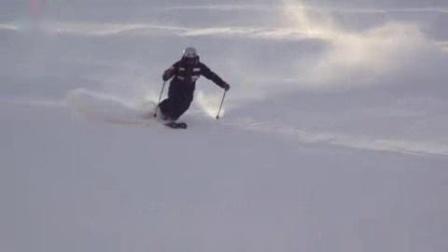 我在红花滑雪学院国际大神营:丸山贵雄2017-03小弯篇截了一段小视频