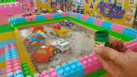 小猪佩奇 乔治与汽车嬉戏玩水过家家游戏